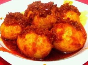 Cara Membuat Telur Bumbu Merah Pedas Manis Gurih