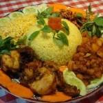 Cara Membuat Nasi Kuning Komplit Enak